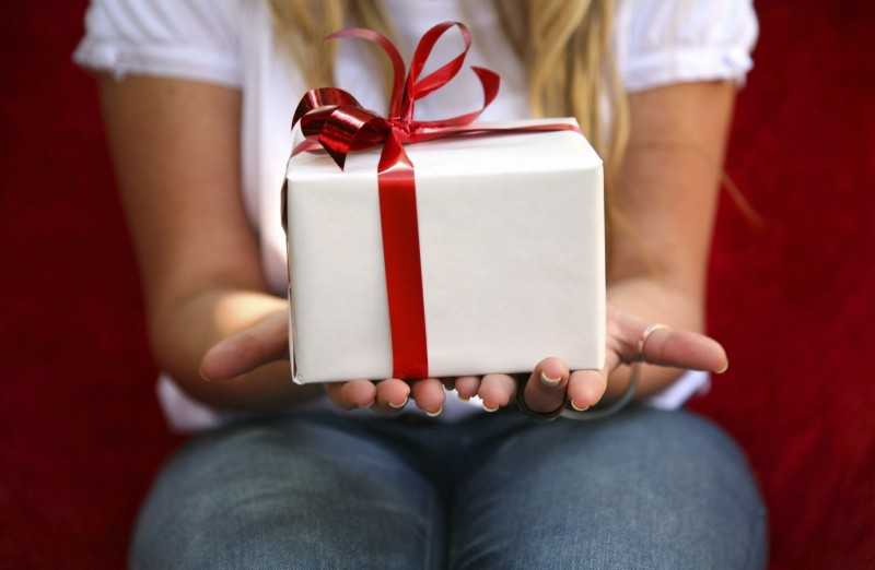 Что подарить девочке на 12 лет: лучшие варианты интересного и полезного подарка (70 фото)