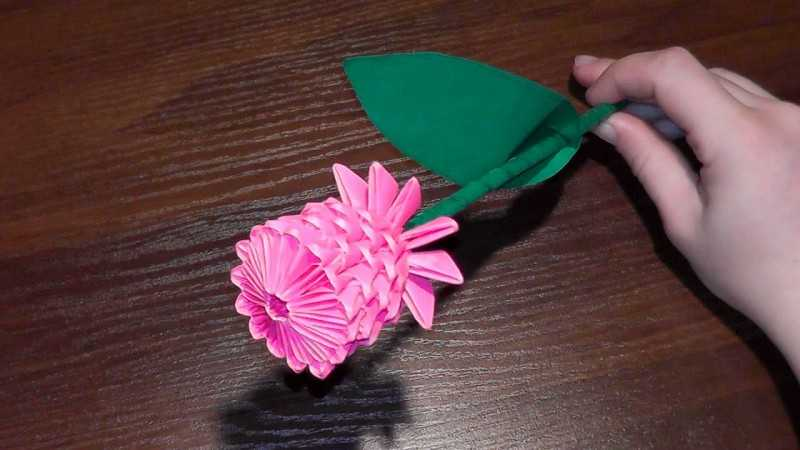 kak sdelat rozu iz bumagi 53